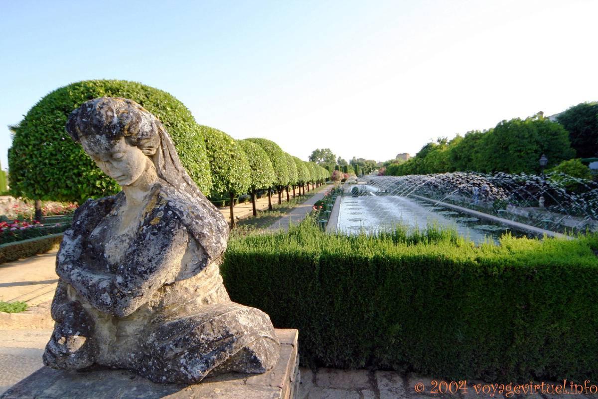 Femenino jardines busto alcazar c rdoba espa a andalucia - Jardines cordoba ...
