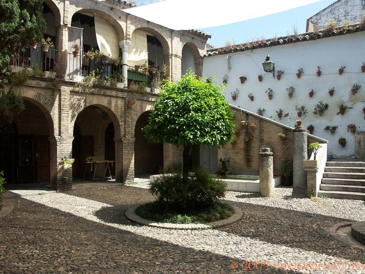 Casa en el averroes zoco artesano el barrio jud o for Hotel casa de los azulejos cordoba espana