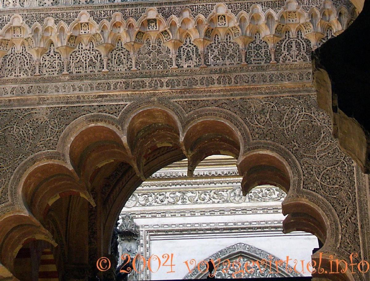 Retail arquitectura isl mica arco lobulado mezquita de for Arquitectura islamica en espana