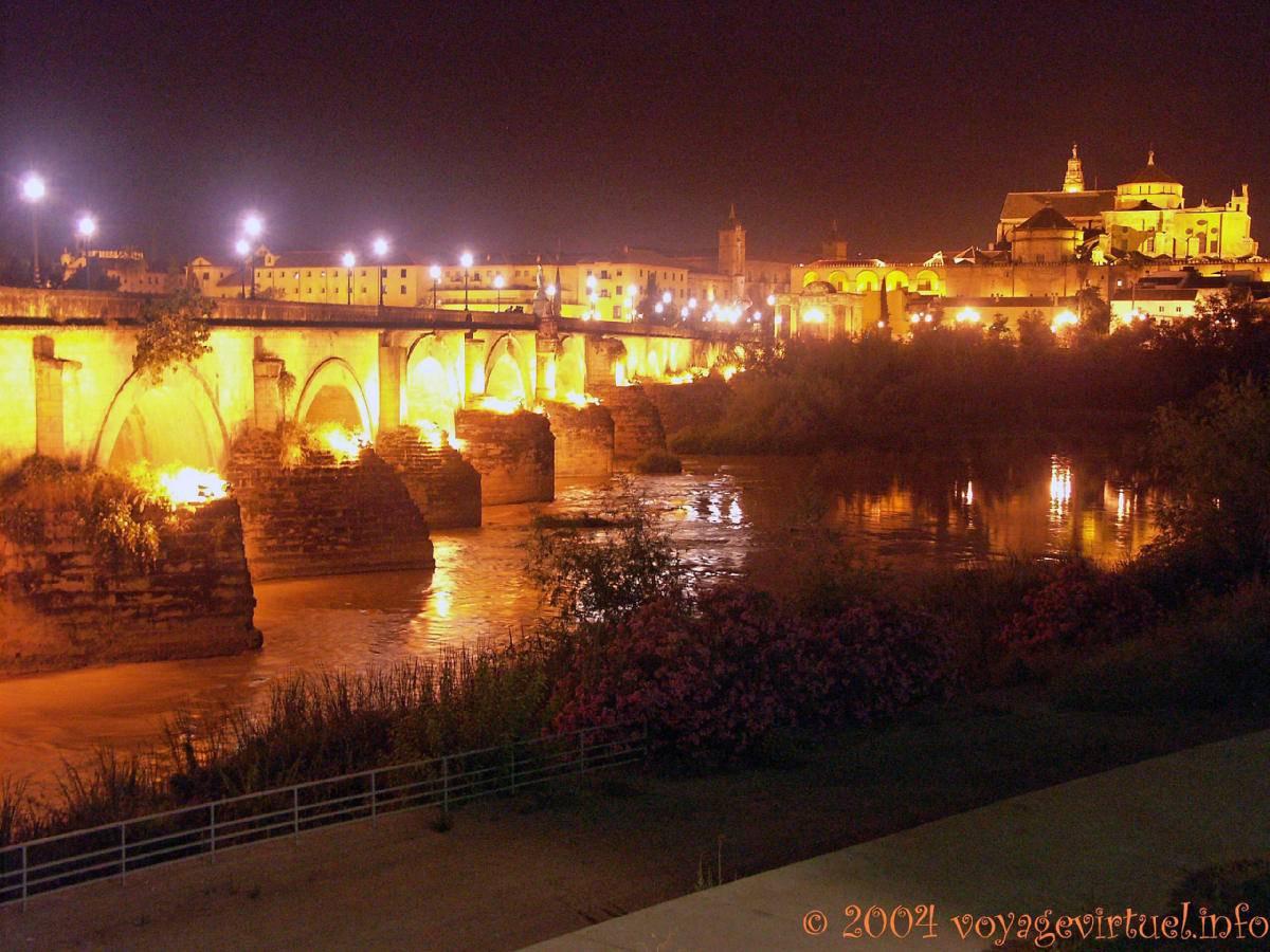 Guadalquivir puente romano c rdoba noche espa a andalucia - Mezquita de cordoba de noche ...