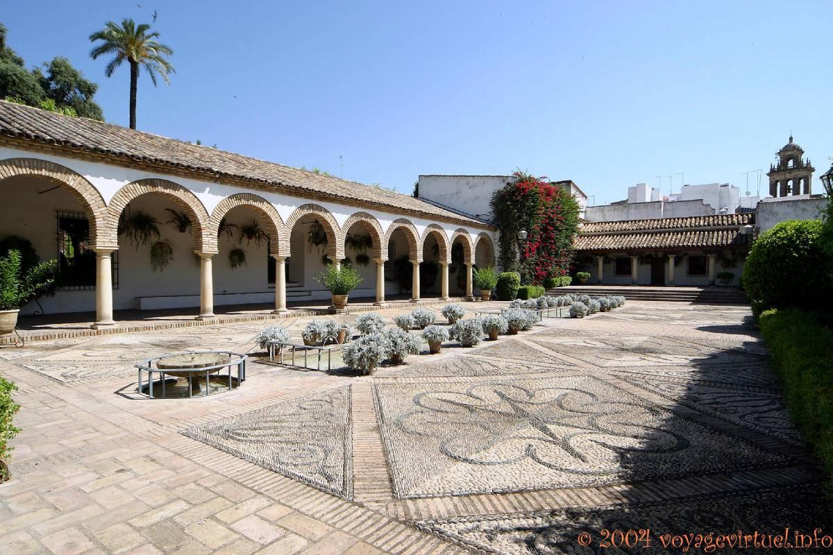 Patio de las Columnas, el Palacio de Viana, Córdoba - España, Andalucia