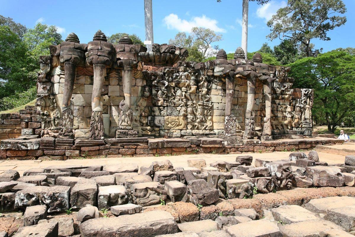Muro De La Terraza Superior Adornado Elefante Con Tres