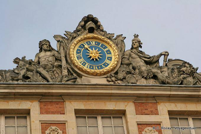 Reloj del cuerpo central versalles for Autour de versailles