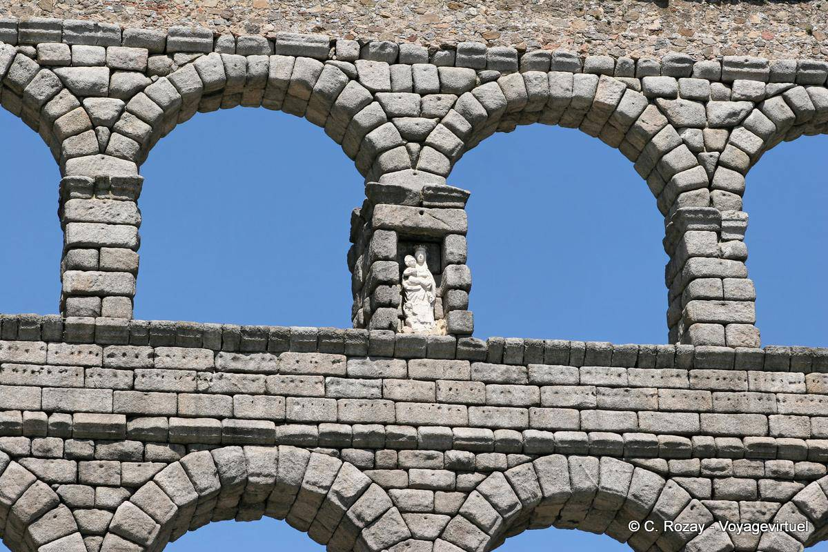 Acueducto virgen entre bloques de granito segovia espa a - Granito en espana ...