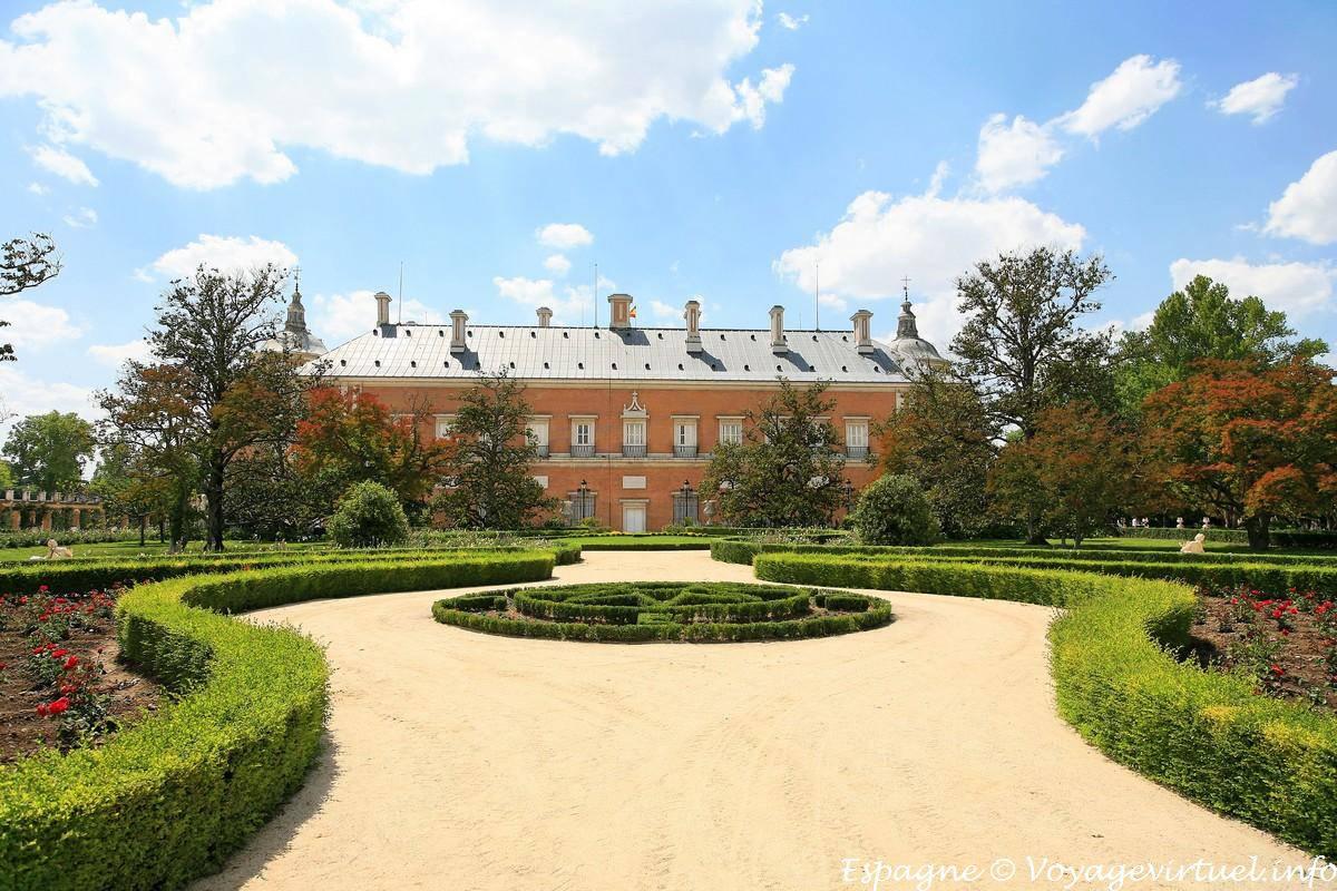 Fachada del palacio real jard n del parterre aranjuez for El jardin de aranjuez