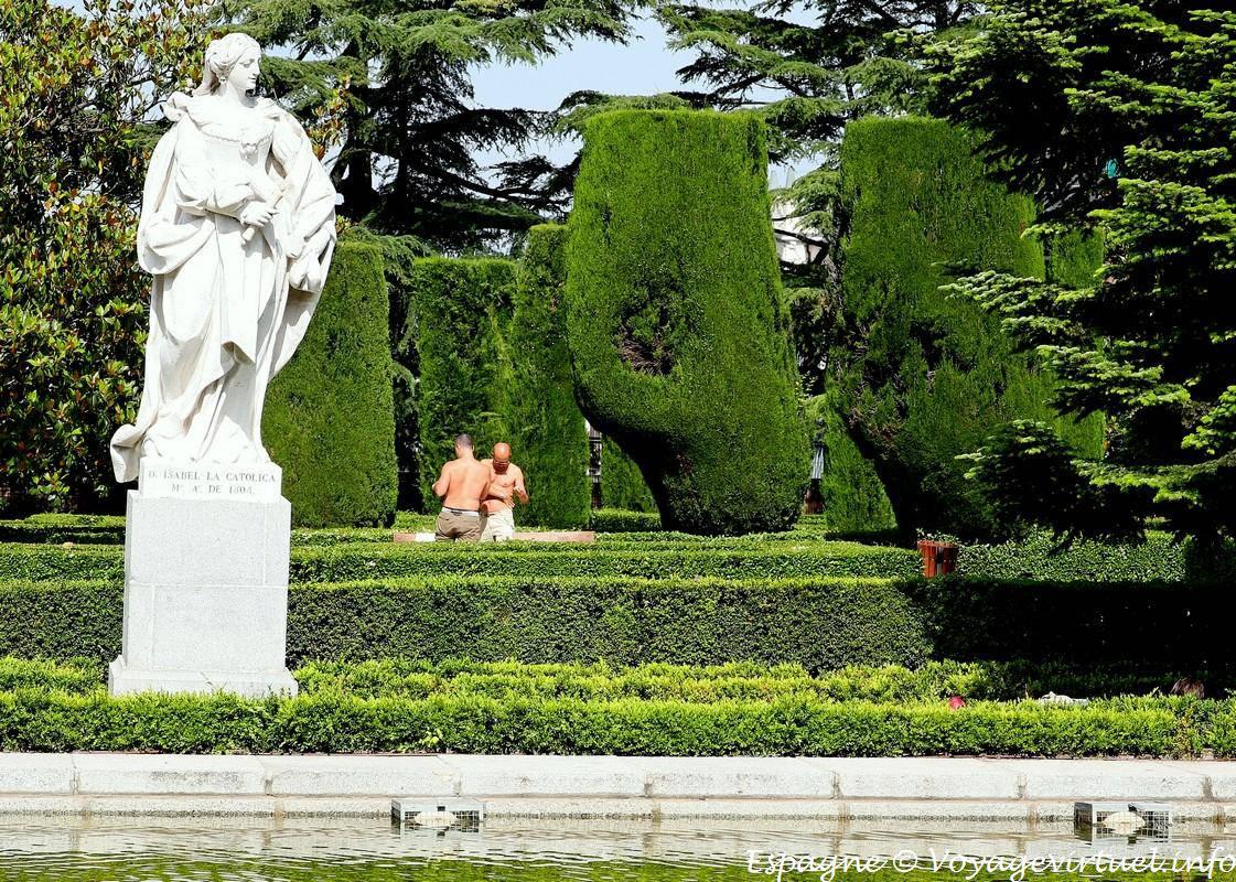 Madrid jardines de sabatini campo del moro uomo espa a for Jardines de sabatini