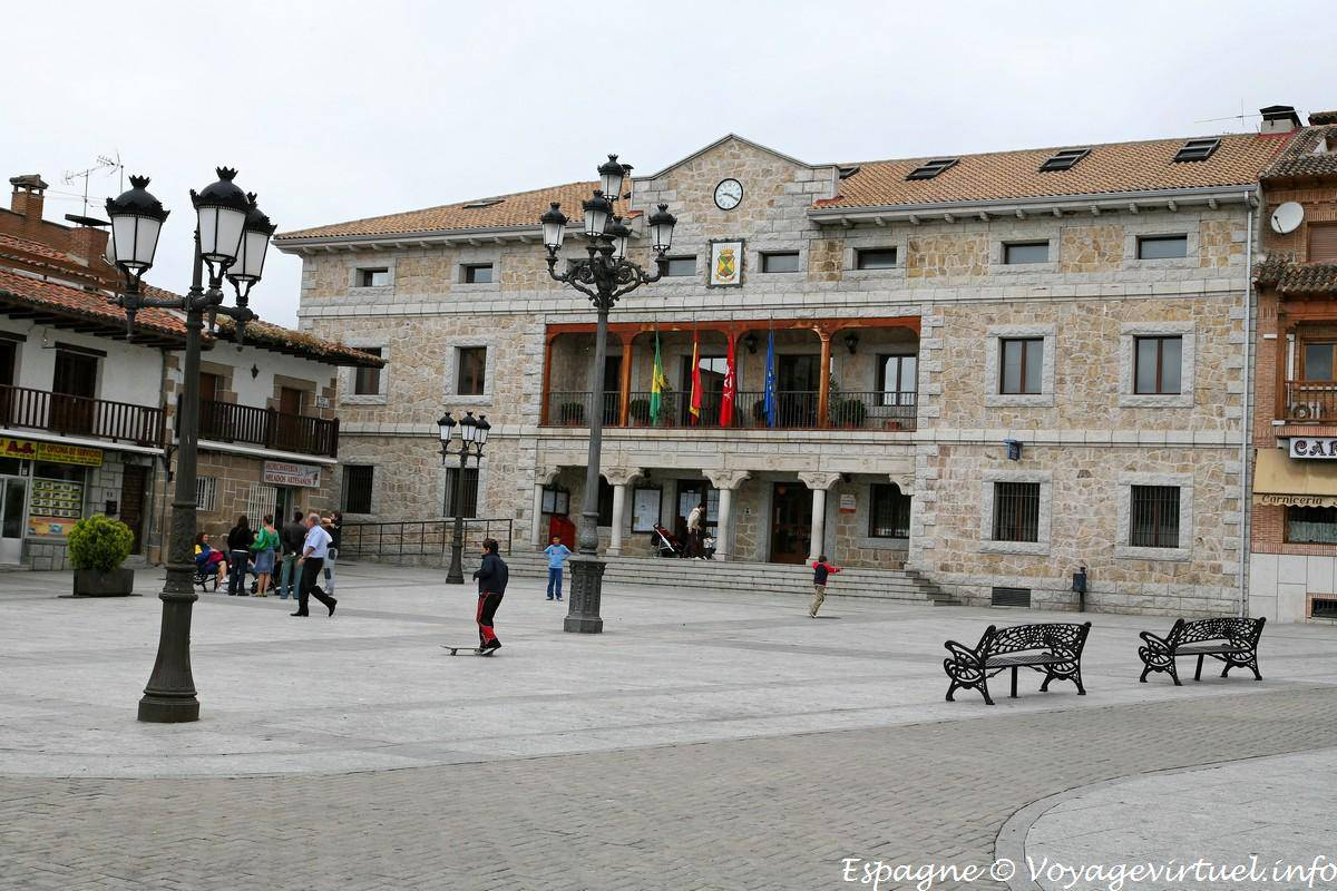 Manzanares el real plaza del ayuntamiento espa a - Polideportivo manzanares el real ...