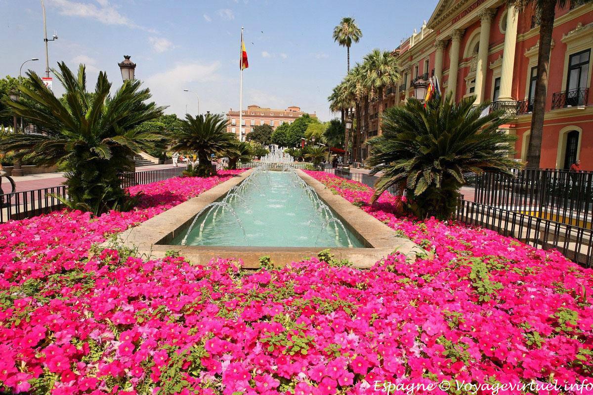 Murcia jard n en frente de la casa consistorial espa a for Jardines para el frente de la casa