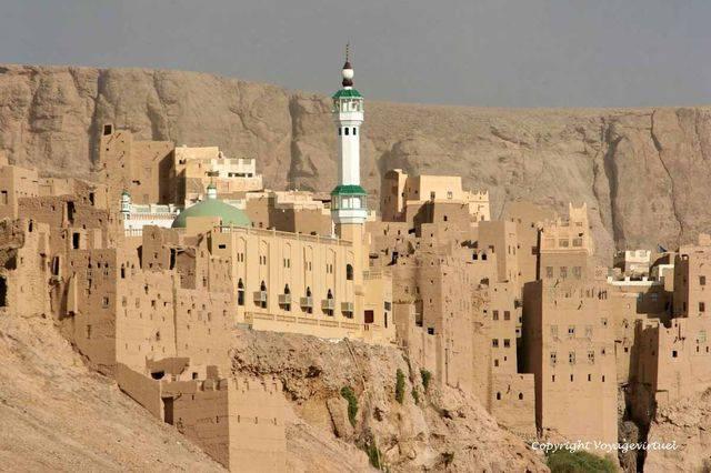 Al Hajrayn 1045